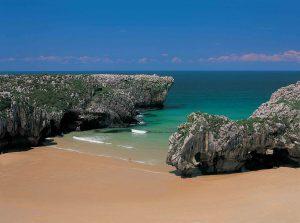 playas cuevas del mar en Llanes