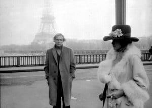 Marlon Brando en El último tango en París, con la Torre Eiffel al fondo