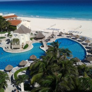 Vista-picina-y-playa-hotel-grand-park-royal-cancun-speedtravel